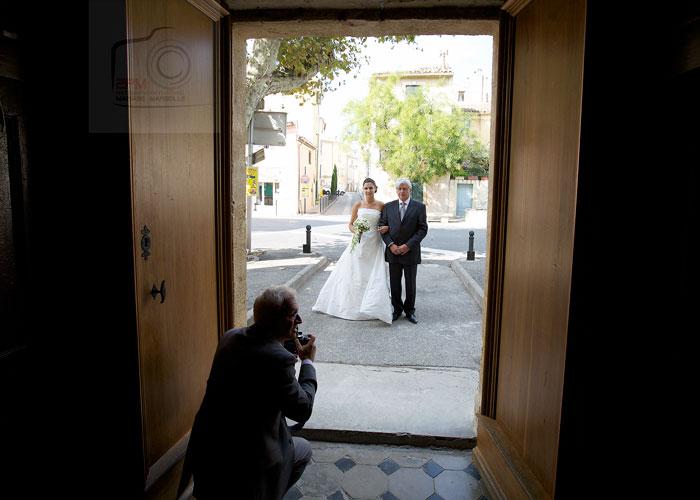 entrée-eglise-mariée